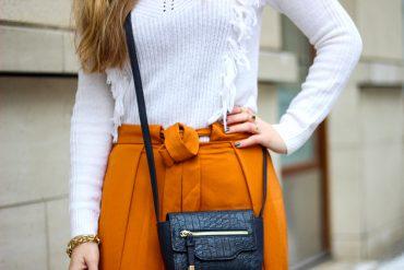 orange Culotte kombinieren Fashion Look weißer Pullover blaue Umhängetasche t