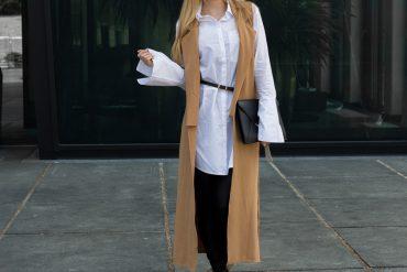 Lange ärmellose Weste Camel Asos Bluse Trompetenärmeln Espadrilles Outfit kombinieren Trend t