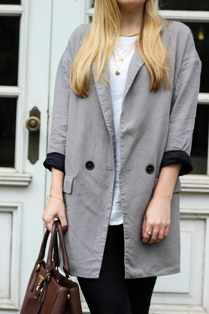 Modeblog Outfit casual Zara Blazer weißes Shirt braune Prada Tasche 9