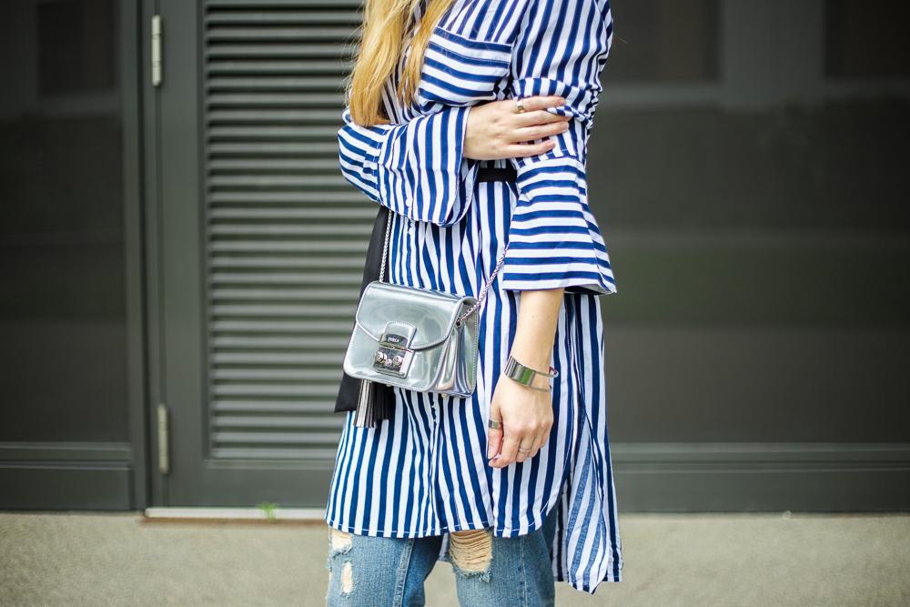 Outfit OOTD blau weiß gestreifte Bluse Edited Furla Metropolis silber 2