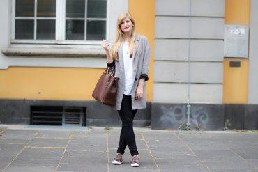 Sneaker Lookbook Metallic Sneaker Gola Zara Blazer braune Prada Tasche t