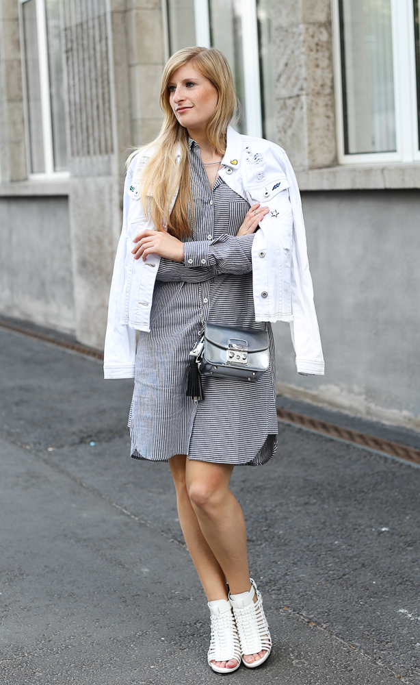 Berlin Fashion Week Outfit Blusenkleid JustFab weiße Jeansjacke Patches Modeblogger 1