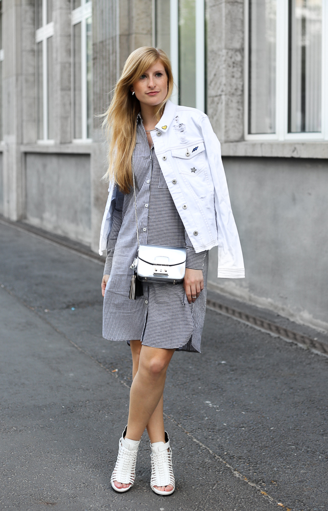 Berlin Fashion Week Outfit Blusenkleid JustFab weiße Jeansjacke Patches Modeblogger 4