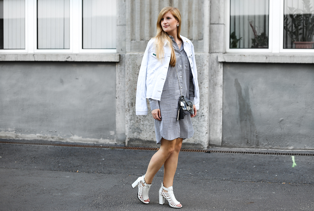 Berlin Fashion Week Outfit Blusenkleid JustFab weiße Jeansjacke Patches Modeblogger 3