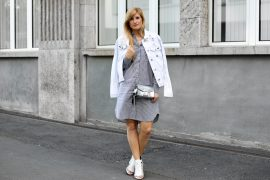 Berlin Fashion Week Outfit Blusenkleid JustFab weiße Jeansjacke Patches Modeblogger t