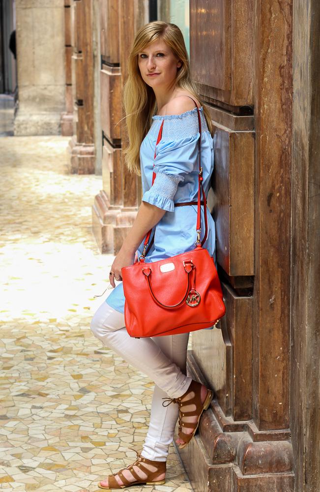 Blaue Zara Off-Shoulder Bluse orange Michael Kors Handtasche Mode Blogger Mailand Shopping 2