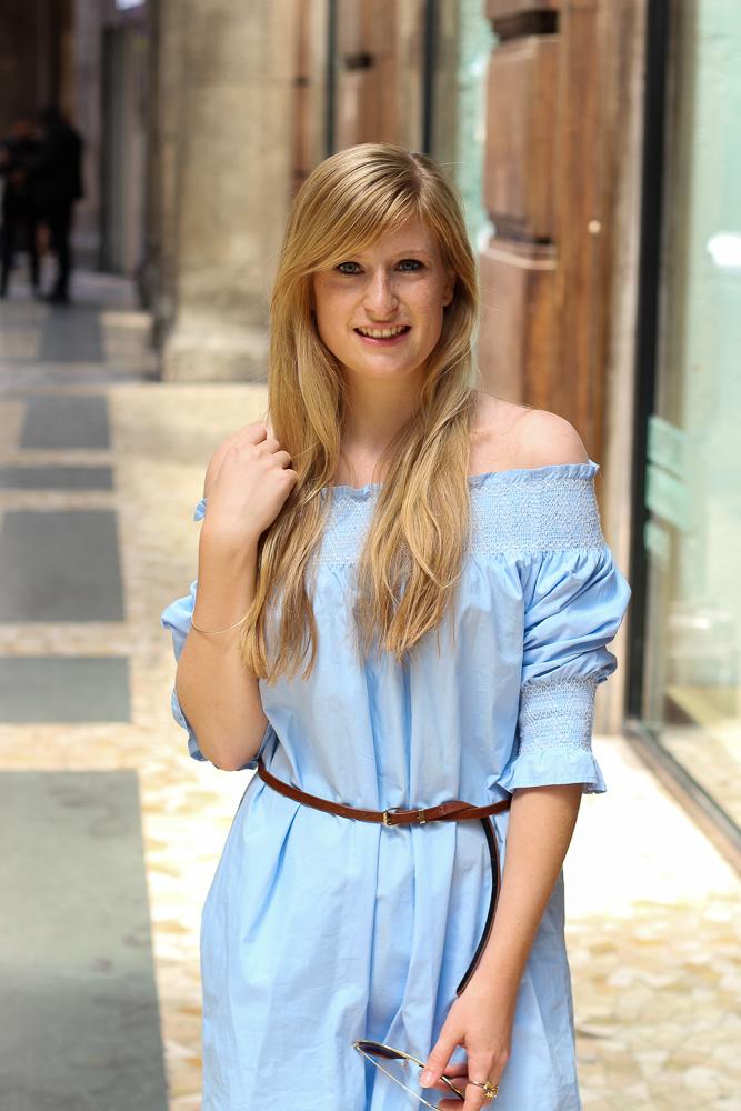 Blaue Zara Off-Shoulder Bluse schulterfreies Top Mode Blogger Mailand OOTD 6