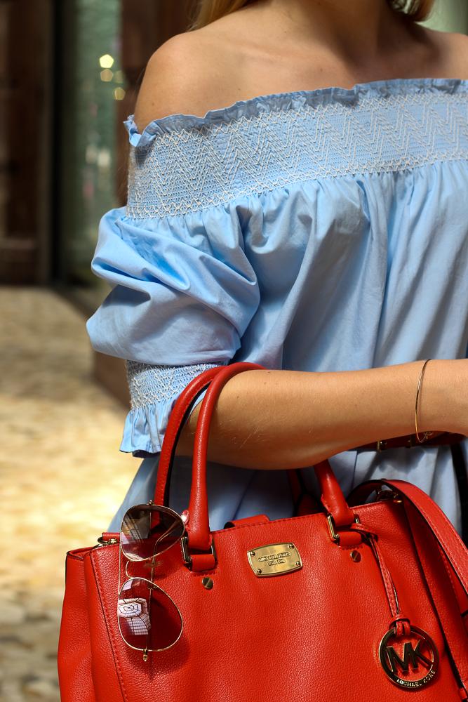 Blaue Zara Off-Shoulder Bluse schulterfreies Top Mode Blogger orange Michael Kors Handtasche 8