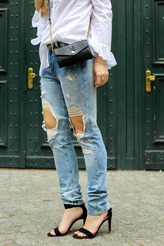 Fashionblog Berlin Fashion Week Streetstyle Ripped Jeans High Heels schwarz OOTD 3