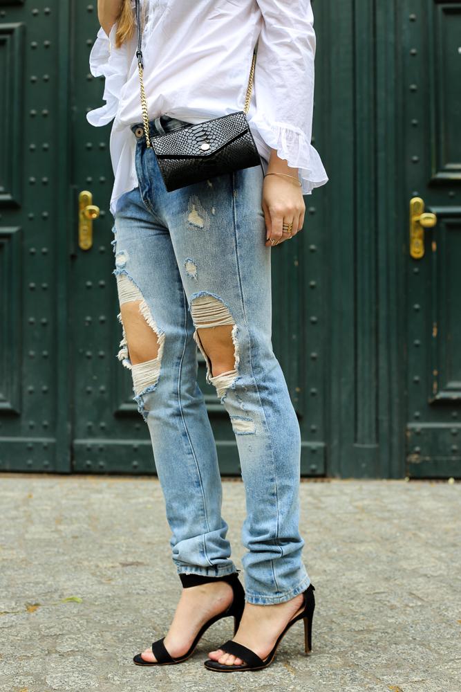 Fashionblog Berlin Fashion Week Streetstyle Ripped Jeans High Heels schwarz OOTD 3