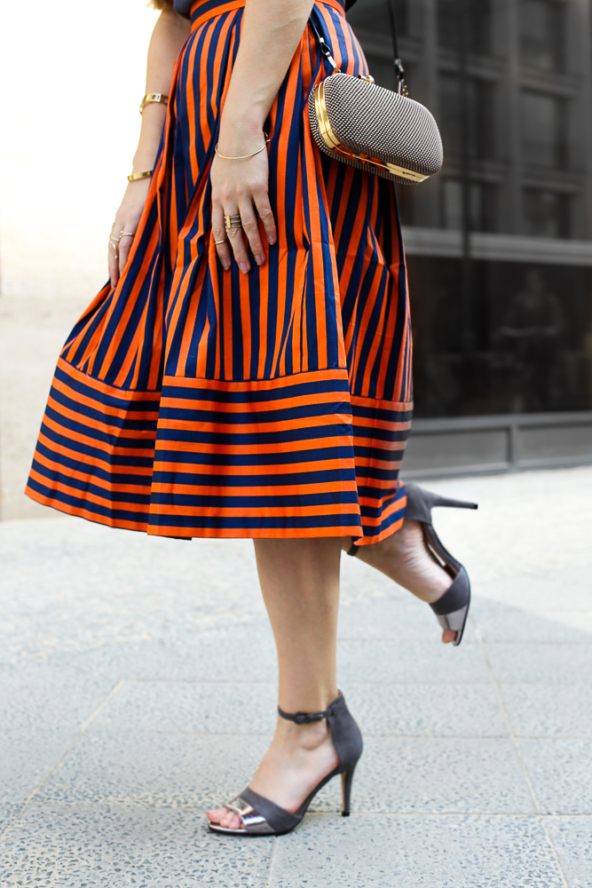 Gestreifter A-Linien Rock orange Blau Closet London MBFW Look High Heels Blogger 8