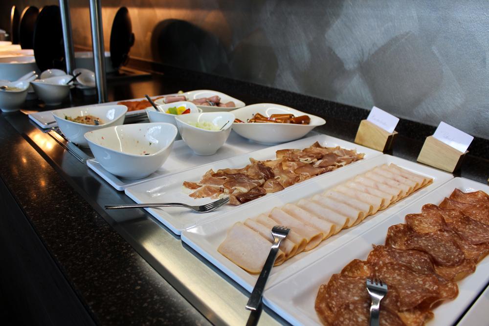 Hotel Bonn Marriott World Conference Center Frühstück Buffet Aufschnitt Bonn Reiseblog