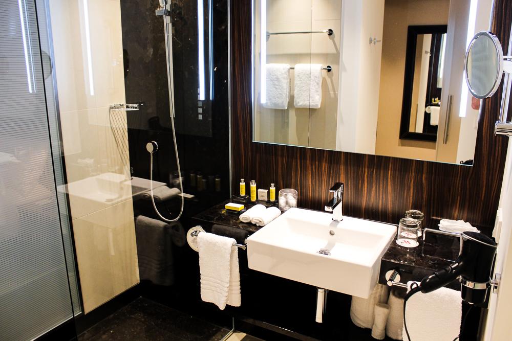 Hotel Bonn Marriott World Conference Center modernes Badezimmer Reiseblog Bonn