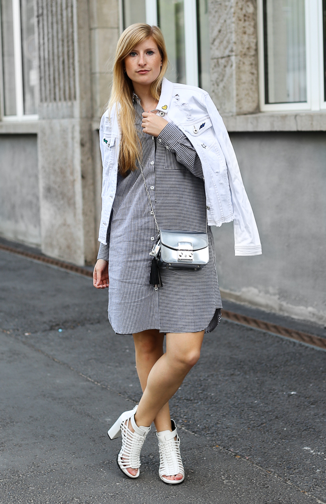MBFW Outfit Blusenkleid JustFab weiße Jeansjacke silberne Furla Metropolis Modeblogger 8