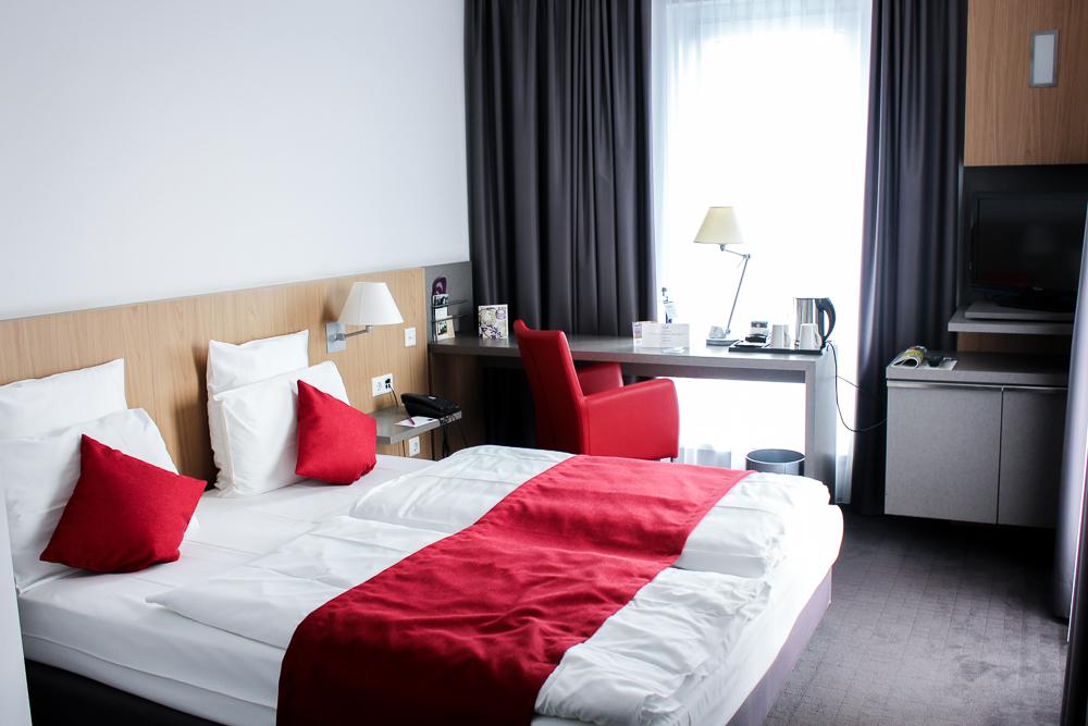 Mercure Hamburg Mitte Hotelzimmer Doppelbett Einrichtung Reiseblog
