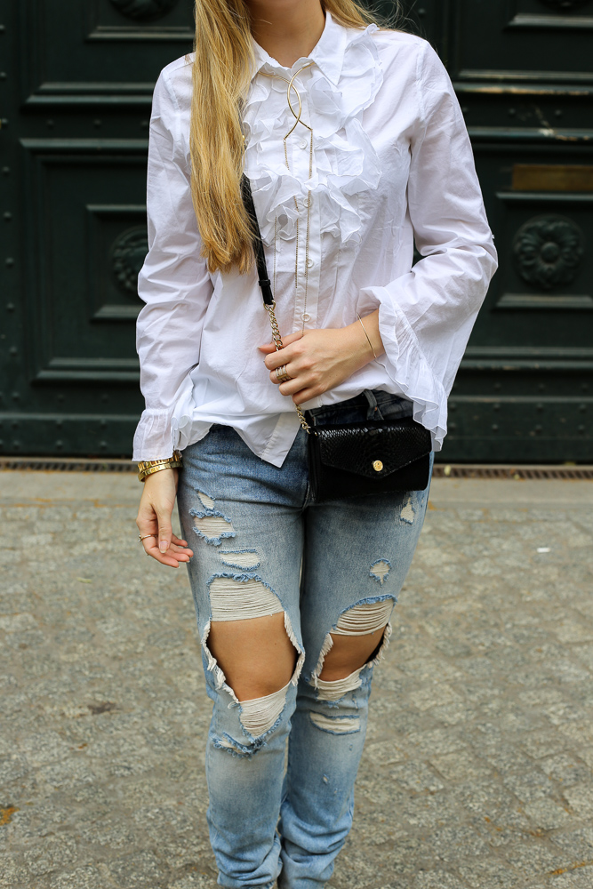 berlin fashion week streetstyle ripped jeans r schenbluse. Black Bedroom Furniture Sets. Home Design Ideas