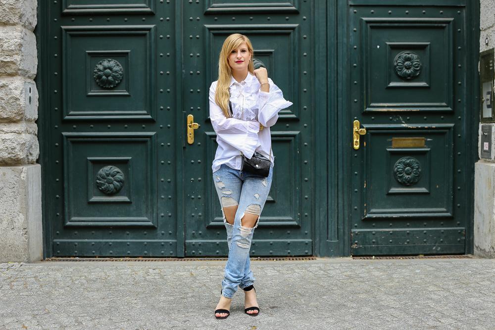 Berlin Fashion Week Streetstyle: Ripped Jeans und Rüschenbluse