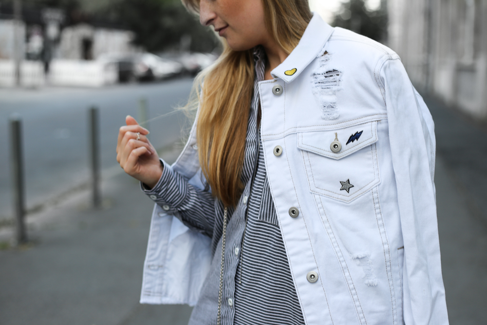 Weiße Jeansjacke Patches Outfit Modeblogger MBFWB 2