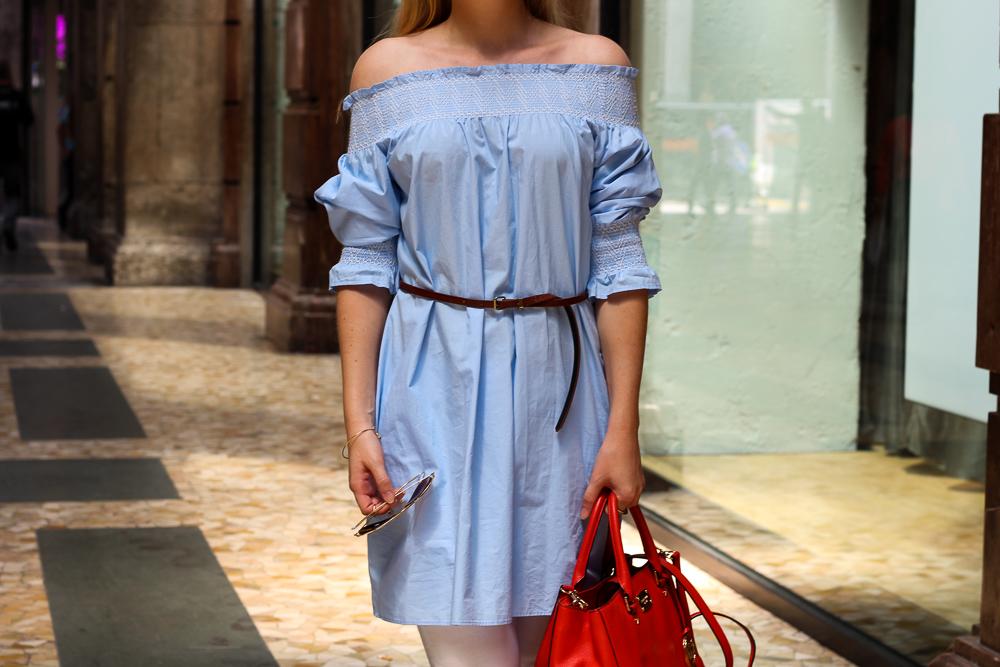 hellblaue Zara Off-Shoulder Bluse schulterfreies Top Mode Blogger Mailand Shopping 4