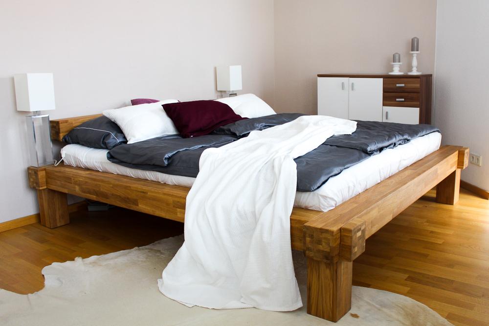 Blogger Interior Balkenbett Schlafzimmer Trend urig modern Holzbett Blog Köln