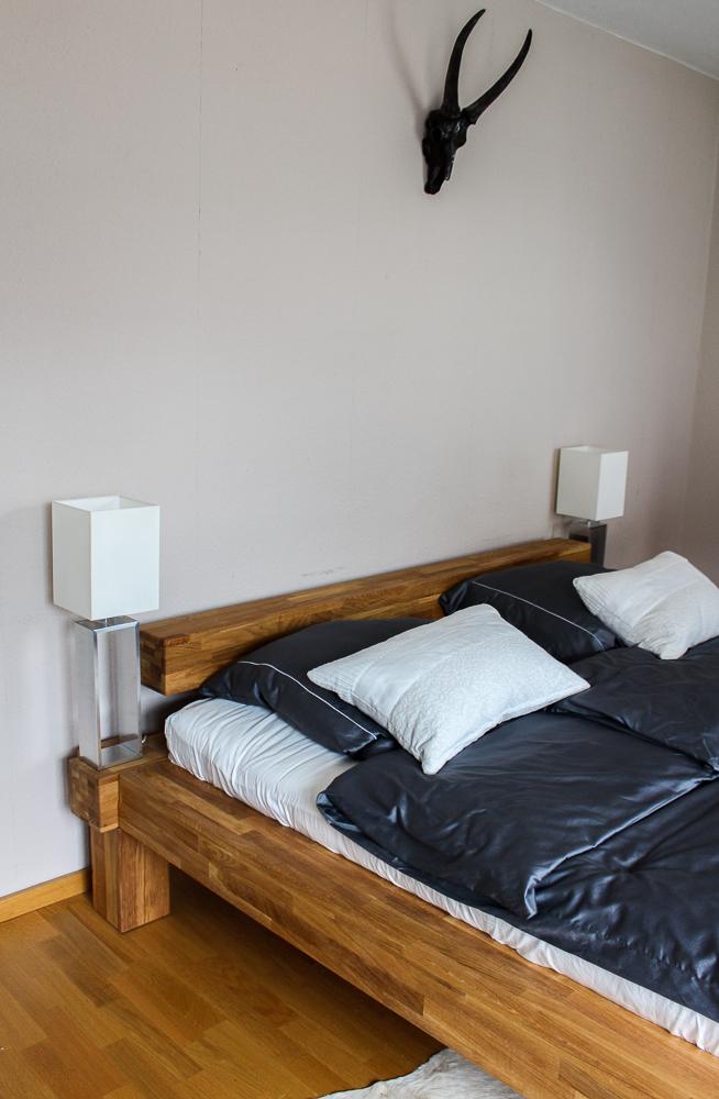 Blogger Interior Balkenbett Schlafzimmer Trend urig modern Stierkopf Deko Blog Bonn