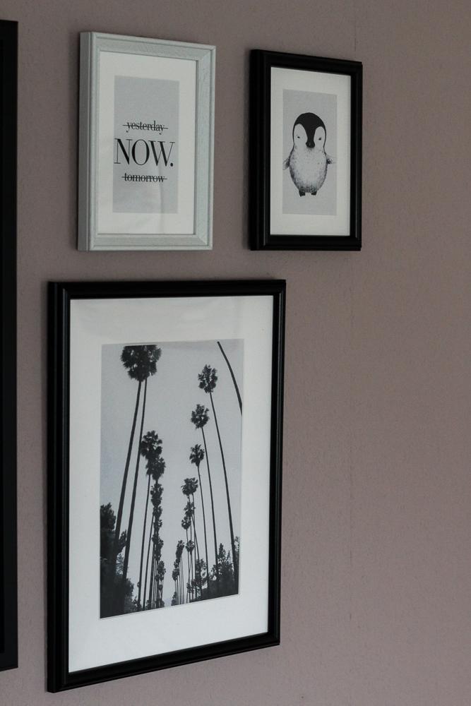 Blogger Interior Bilderwand Schwarz Weiß Weltkarte Palmen Bild Pinguin