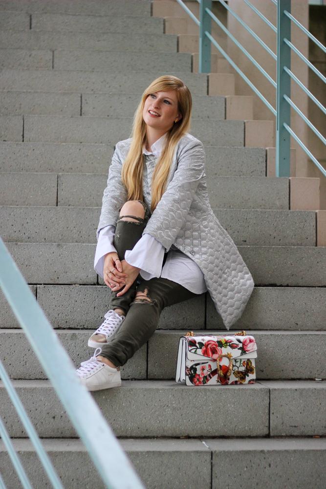 Fashion Blog Köln Streetstyle Silberne Jacke Gola Gucci Dionysus Garden Print BrinisFashionBook 9