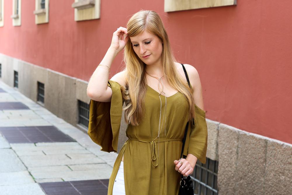Offshoulder Top Olive H&M Streetstyle Mailand Modeblog 9
