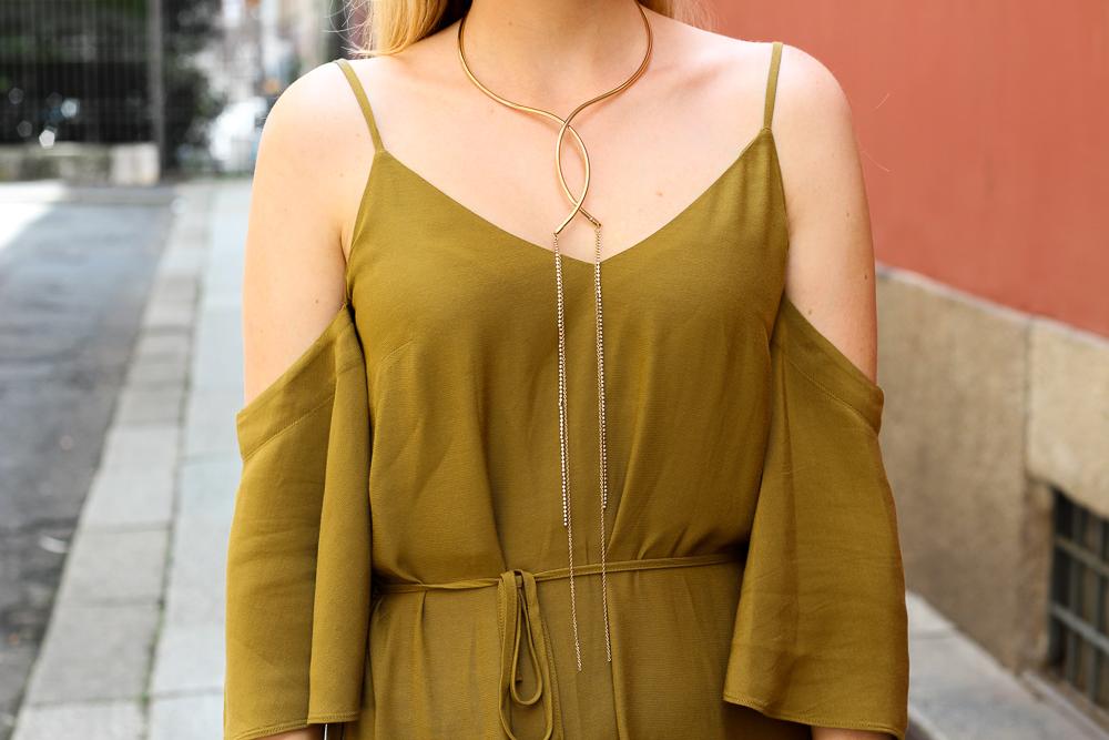 Schulterfreies Top Offshoulder Olive H&M goldener Schmuck Kette Outfit BrinisFashionBook 5