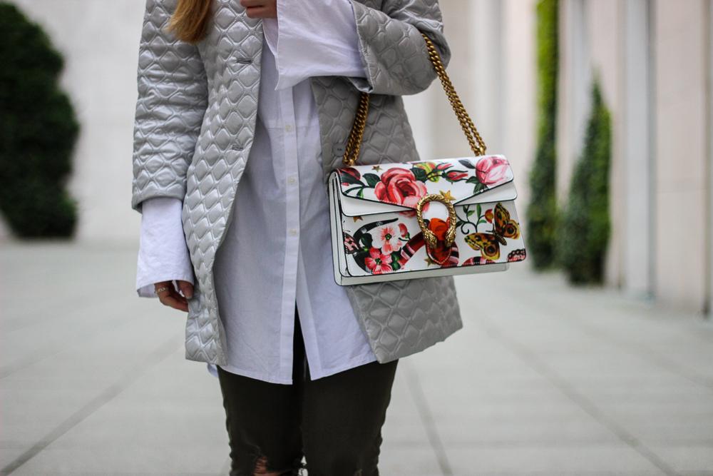 Silberne Jacke Gucci Dionysus Garden Print Floral Print Schlange Muster Fashion Blog Köln Streetstyle 91