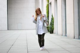 Silberne Jacke weiß goldene Sneaker Gola Gucci Dionysus Garden Print Modeblog Köln Streetstyle t