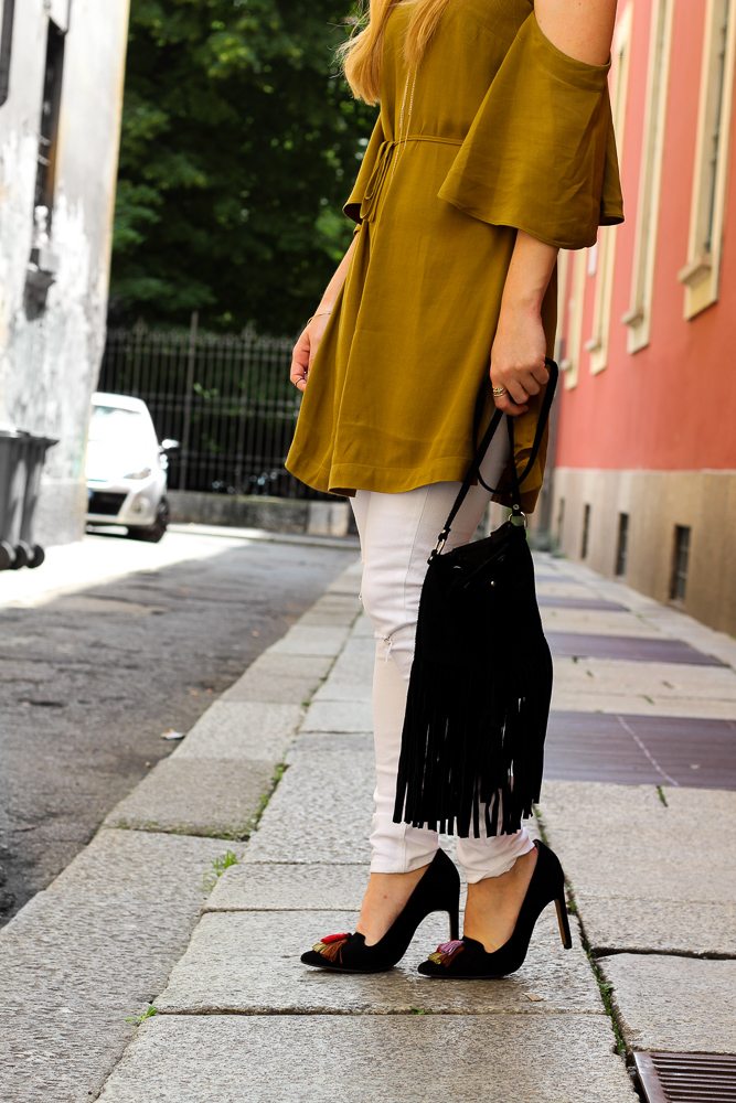 Sommerhose Weiße Ripped Jeans schulterfreies Top Olive Streetstyle Mailand Modeblog 4