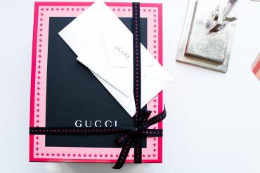 exklusive Designertasche Gucci Dionysus Garden-Print Verpackung Modeblog Trendtasche bunt Blumen Schlange