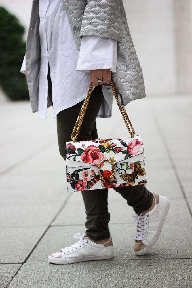 weiß goldene Sneaker Gola Gucci Dionysus Garden Print Tasche Muster Modeblog Köln Streetstyle 4