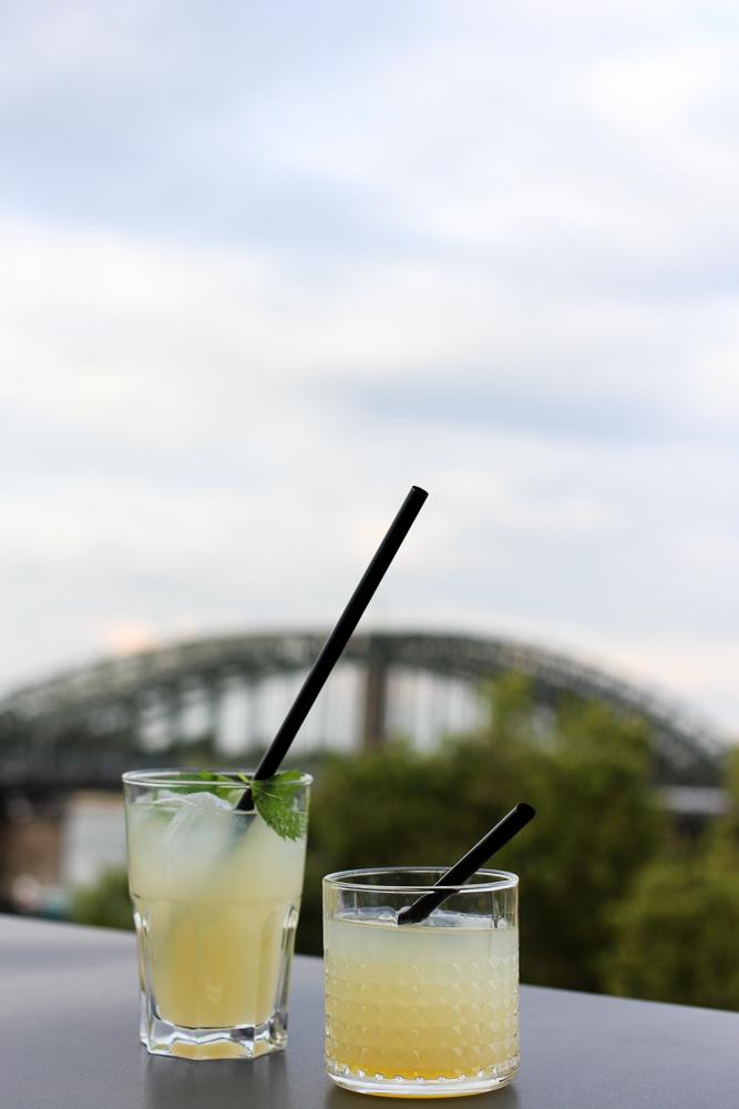 After Work Cocktails Sanpellegrino Rhienbrücke Limonande Aperitivo Rheinloft Dachterrasse Köln Modeblog