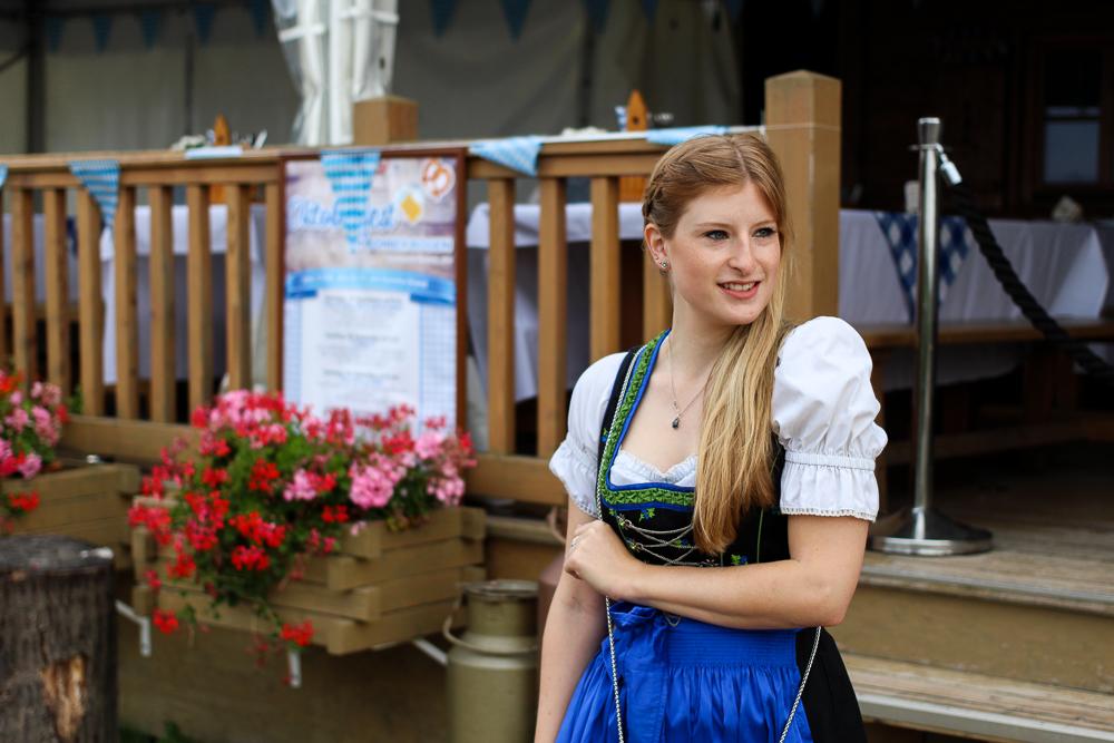 Dirndl Modeblogger Bonn kombinieren Oktoberfest Outfit Trends BrinisFashionBook 2