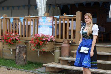 Dirndl Modeblogger Bonn kombinieren Oktoberfest Outfit Trends BrinisFashionBook 3