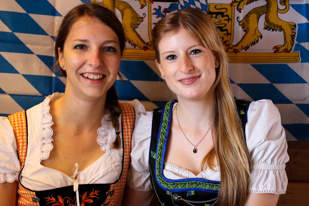 Dirndl Modeblogger Bonn kombinieren Oktoberfest Outfit Trends bayrischer Brunch 2