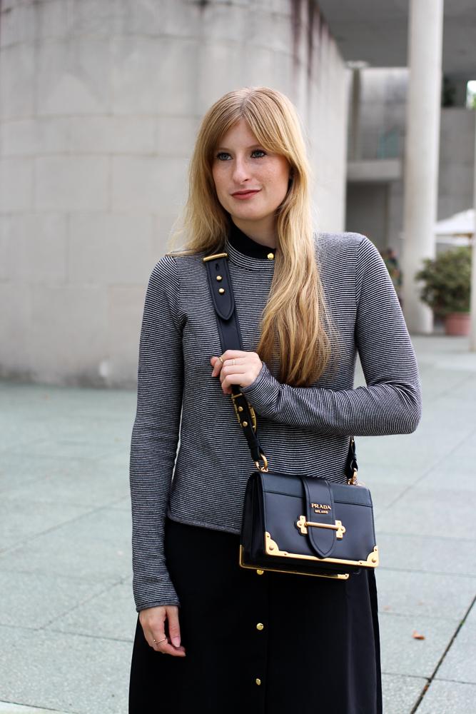 Herbst Trend Tasche Prada Cahier Bag Designertasche kombinieren Zara Pullover Modeblog Herbstoutfit 4