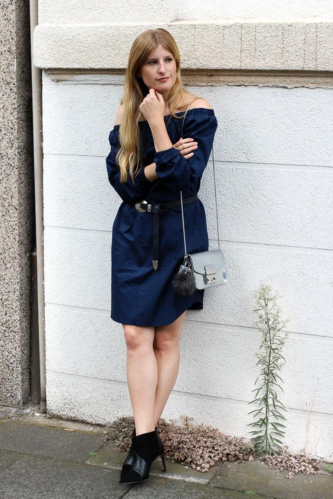 Off-Shoulder Kleid Sommertrend kombinieren Zara Stiefeletten Furla Metropolis silber Modeblog Köln 1