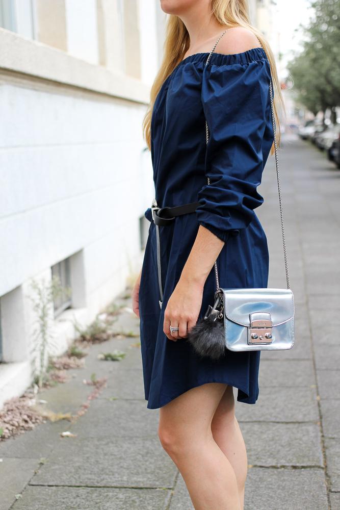 Off-Shoulder Kleid Sommertrend kombinieren Zara Stiefeletten Furla Metropolis silber Modeblog Köln 2