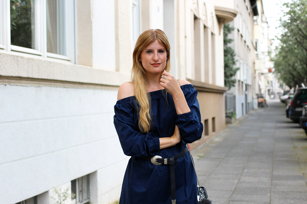 Off-Shoulder Kleid Sommertrend kombinieren Zara Stiefeletten Furla Metropolis silber Modeblog Köln 3