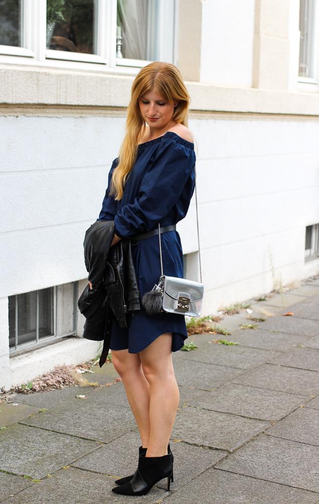 Off-Shoulder Kleid Sommertrend kombinieren Zara Stiefeletten Furla Metropolis silber Modeblog Köln 5