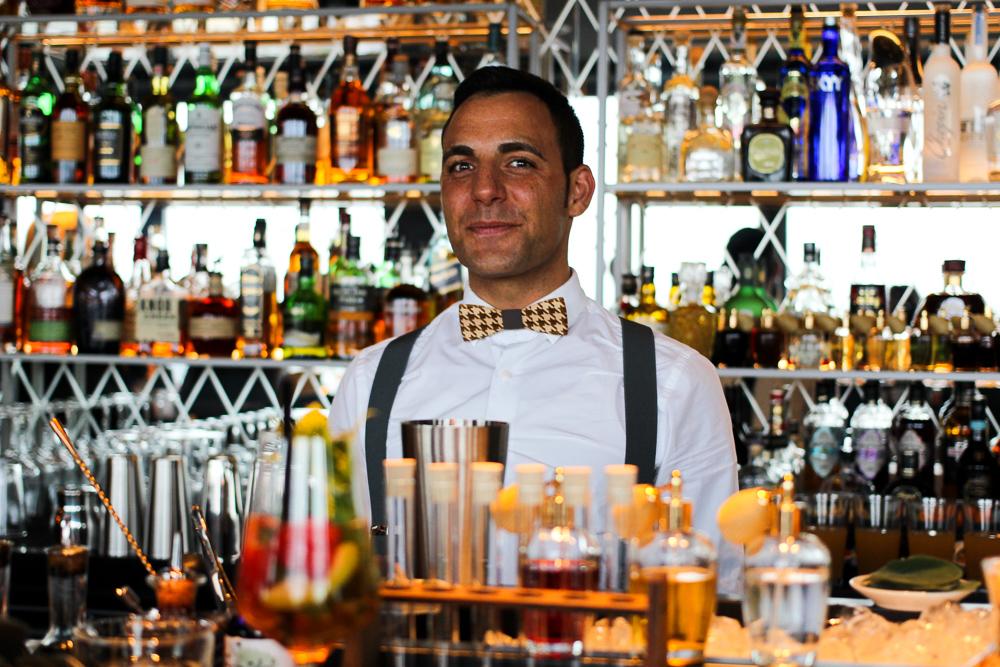 Pullman Köln SKY Bar LAB12 sightseeing Köln Insider Bar Cocktails Barkeeper