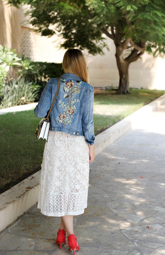Orange High Heels Spitzenkleid Jeansjacke Stickereien Gucci Dionysus Outfit Modeblog summer street style 92