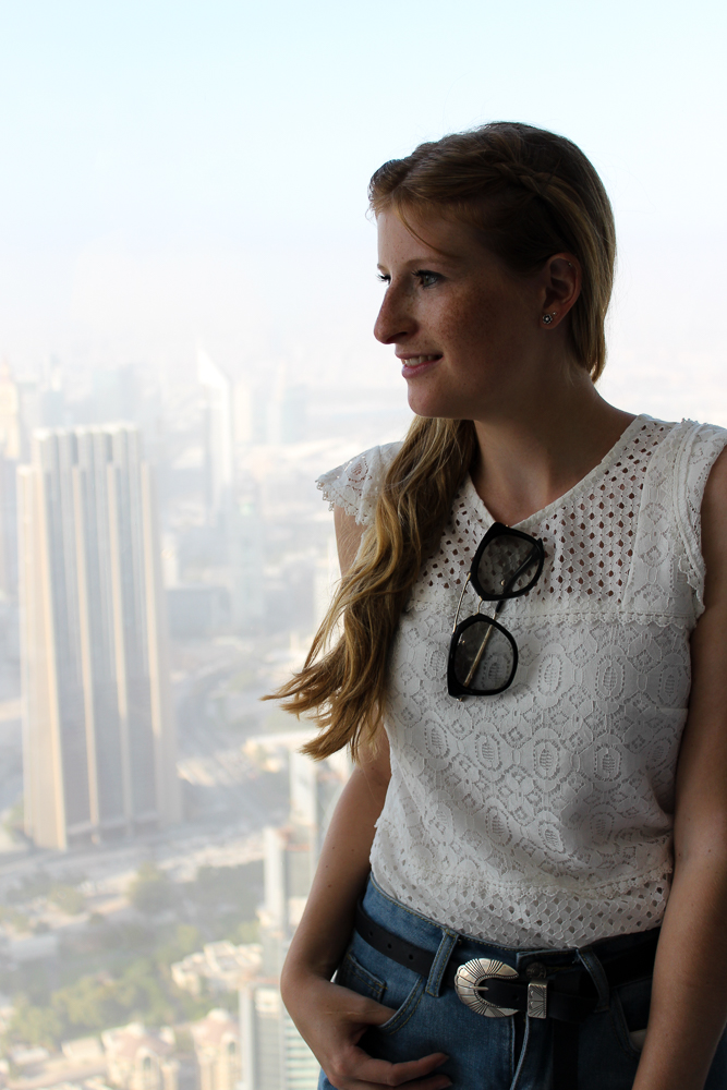 Reiseblog BrinisFashionBook Ein Tag in Dubai Reisetipps Dubai Sightseeing Burj Khalifa at the top