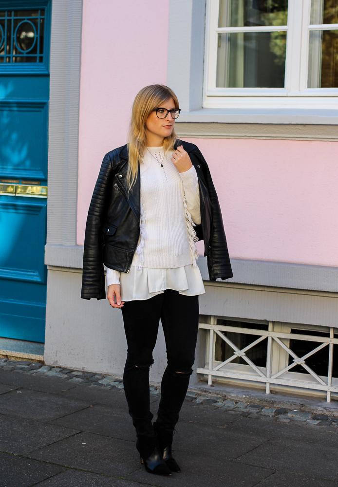 Streetstyle Köln Schwarze Lederjacke Ripped Jeans kombinieren Wollpulli Layering Modeblog Brini 6