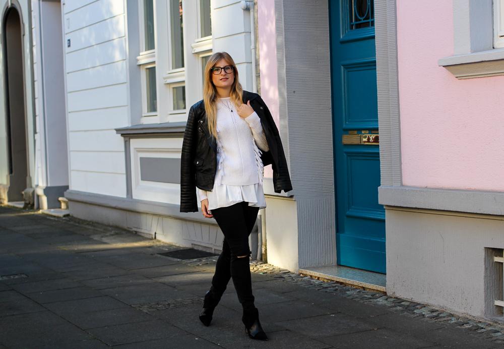 Streetstyle Köln Schwarze Lederjacke Ripped Jeans kombinieren Wollpulli Layering Modeblog Brini 8