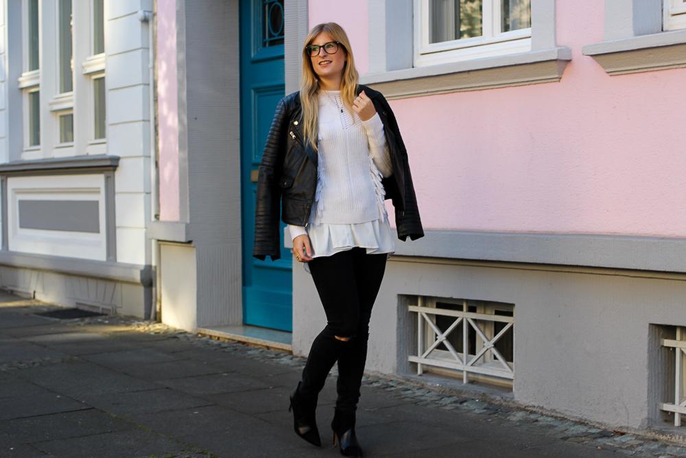 Streetstyle | Schwarze Lederjacke, Ripped Jeans und Wollpulli