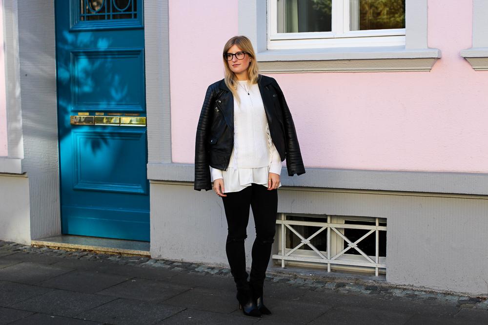 Streetstyle Köln Schwarze Lederjacke Ripped Jeans kombinieren Wollpulli Layering Modeblog Köln 3